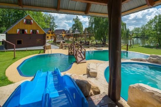 letní tábory v resortu březová a bazén